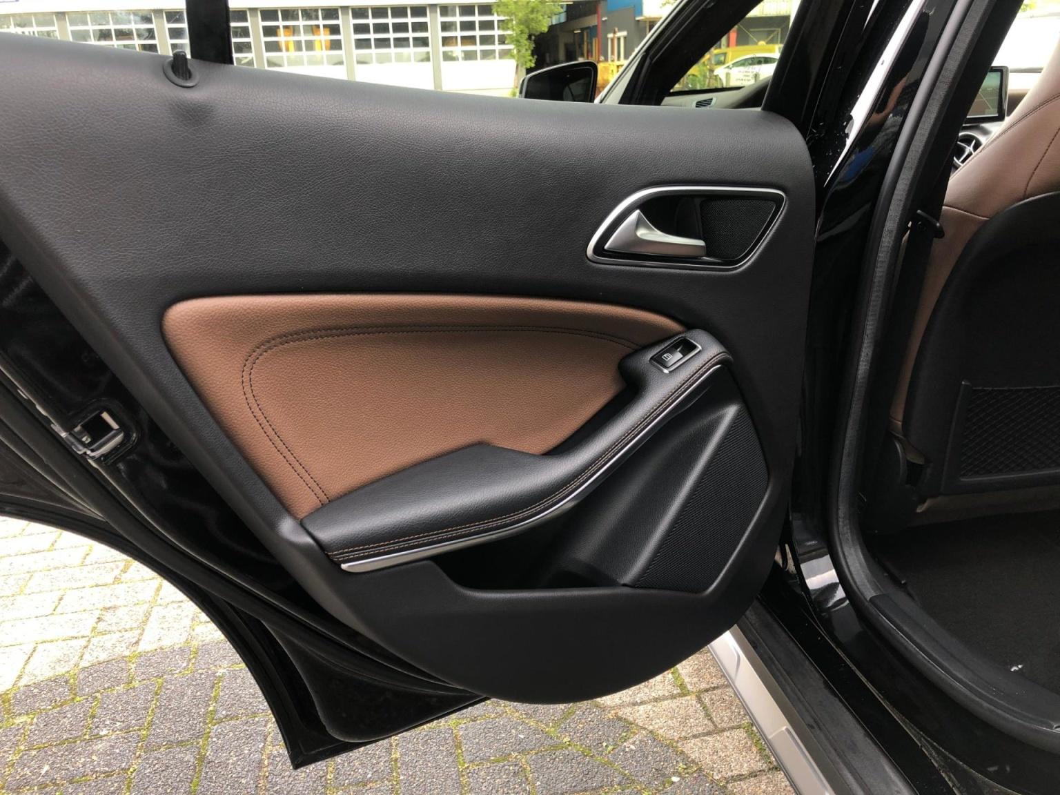 Mercedes-Benz-GLA-17