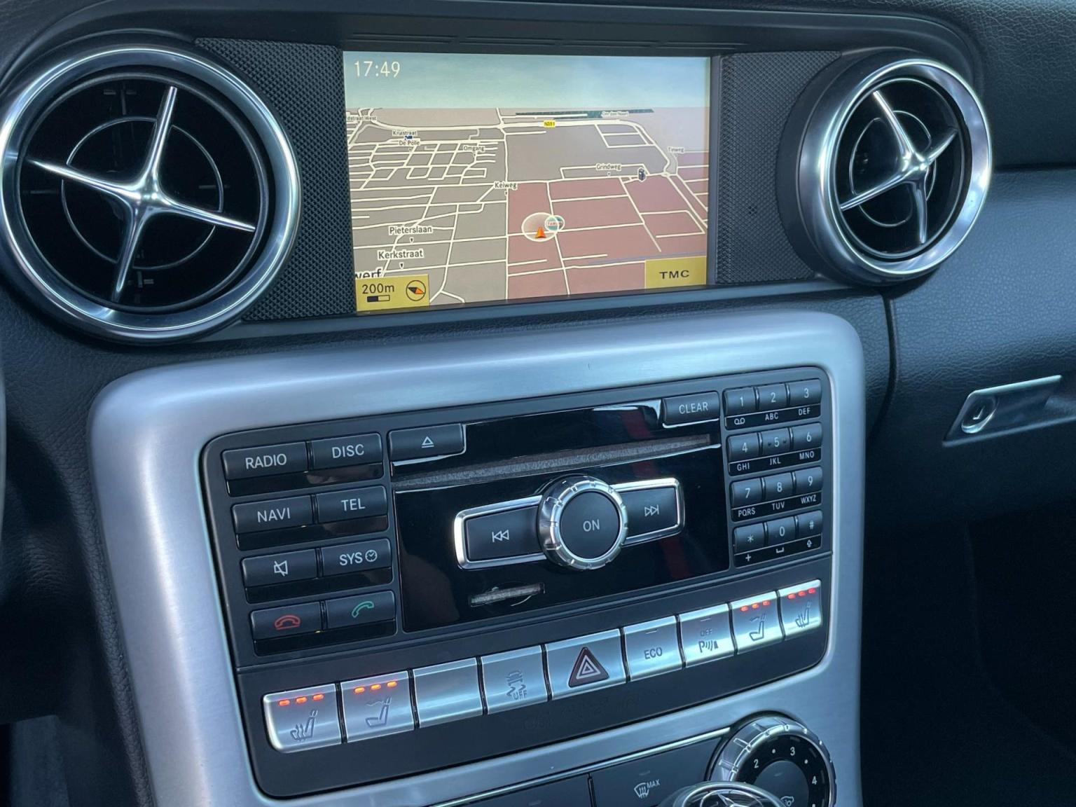 Mercedes-Benz-SLK-27