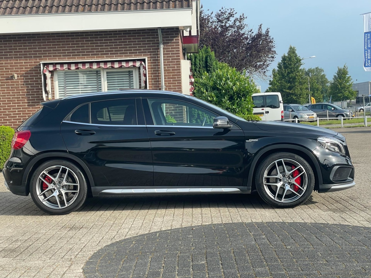 Mercedes-Benz-GLA-42