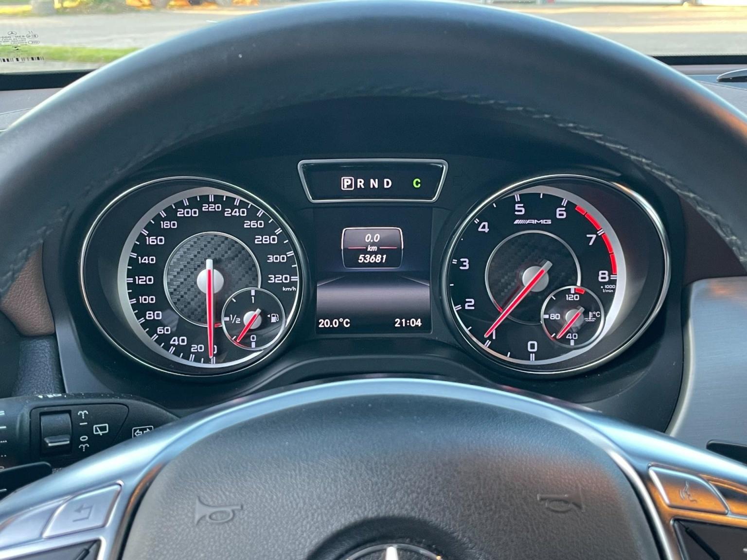 Mercedes-Benz-GLA-23