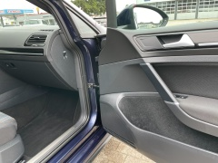 Volkswagen-Golf-17