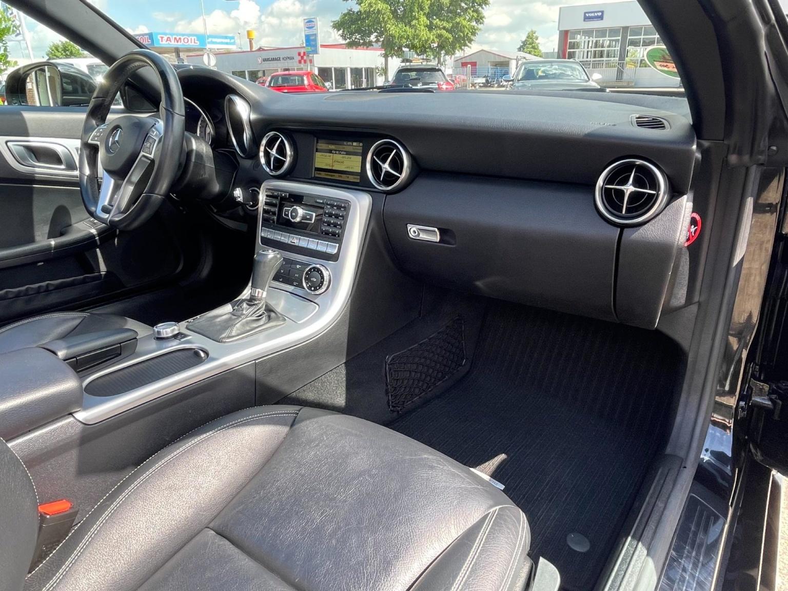 Mercedes-Benz-SLK-15