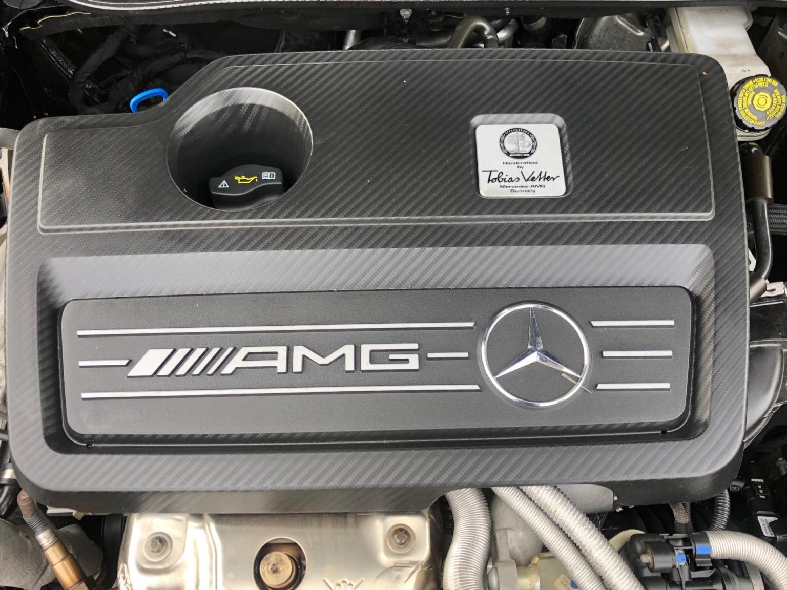 Mercedes-Benz-GLA-32