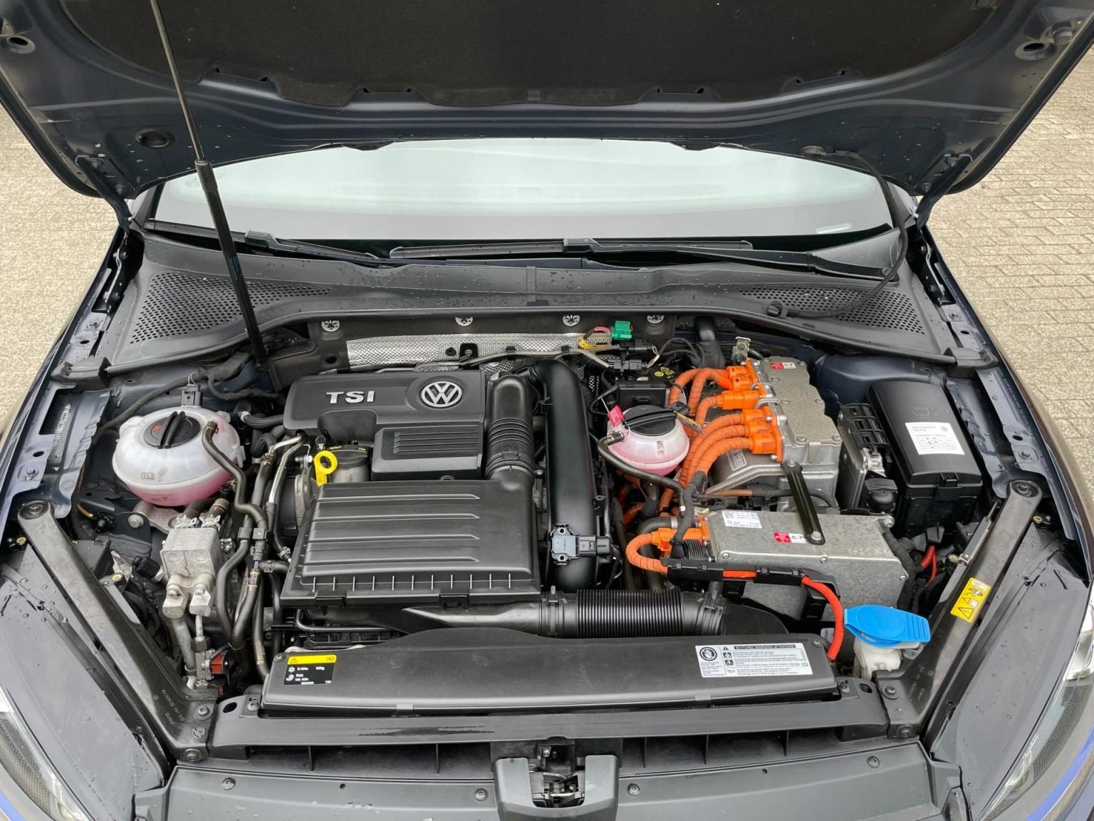 Volkswagen-Golf-33