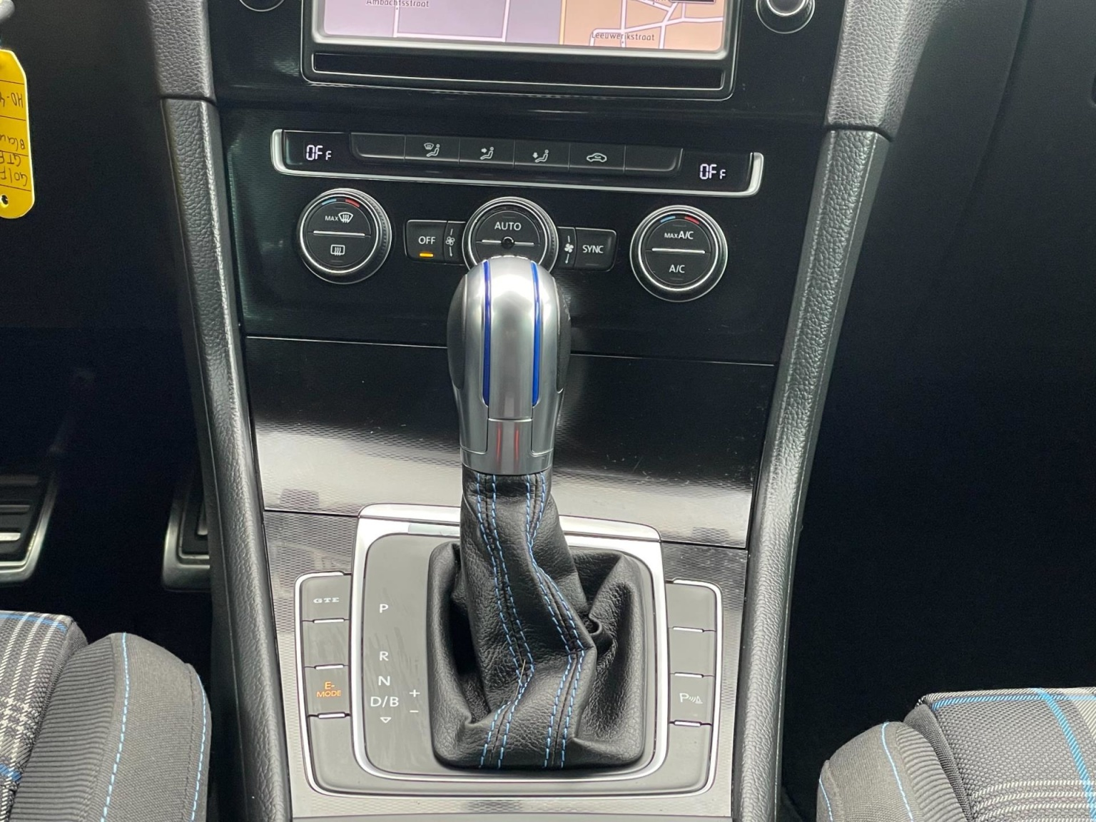 Volkswagen-Golf-27