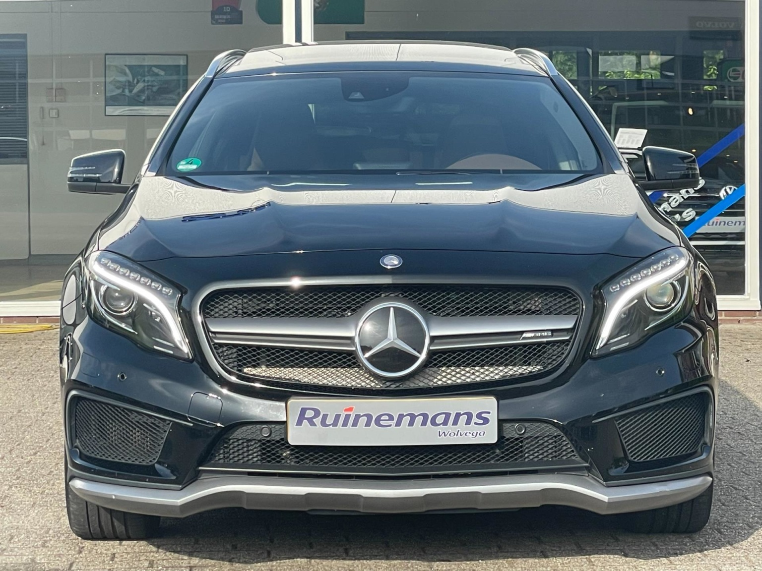 Mercedes-Benz-GLA-40